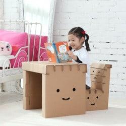 Bureau enfant en carton à colorier